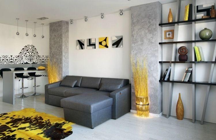Säulen mit grauer Effektfarbe streichen, Maori-Motive und gelbe - wohnzimmer gelb streichen