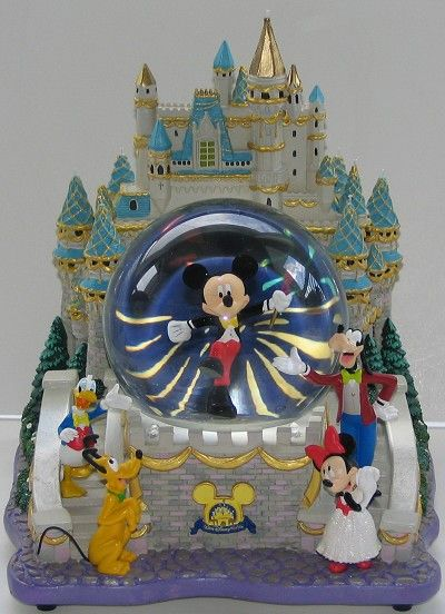 Your WDW Store - Disney Snow Globe - Mickey & Friends at the Castle