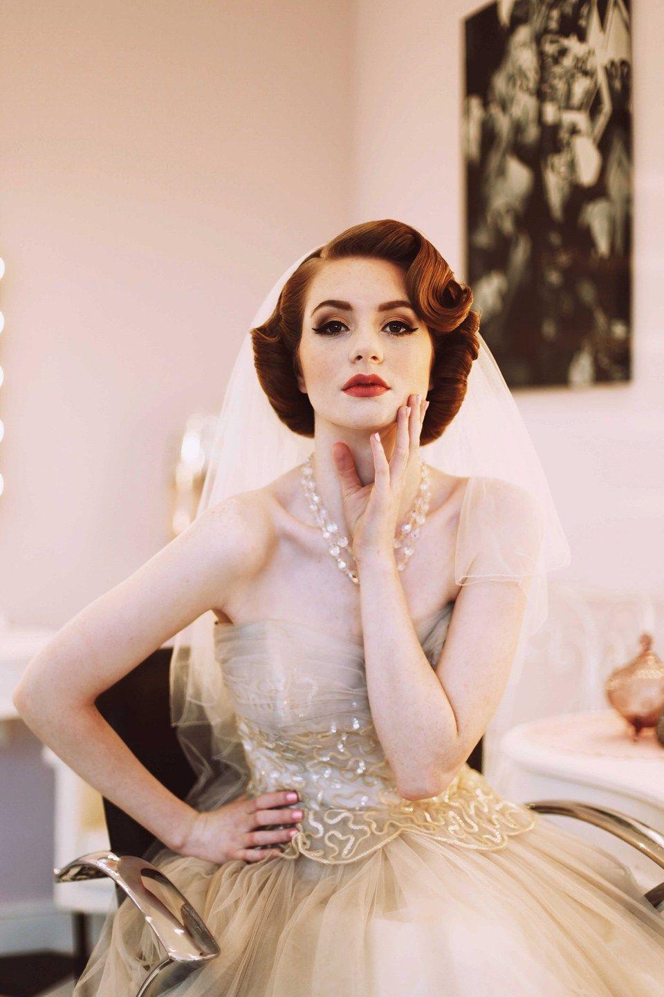 elegant 1950's fashion for the modern bride   bridal hair