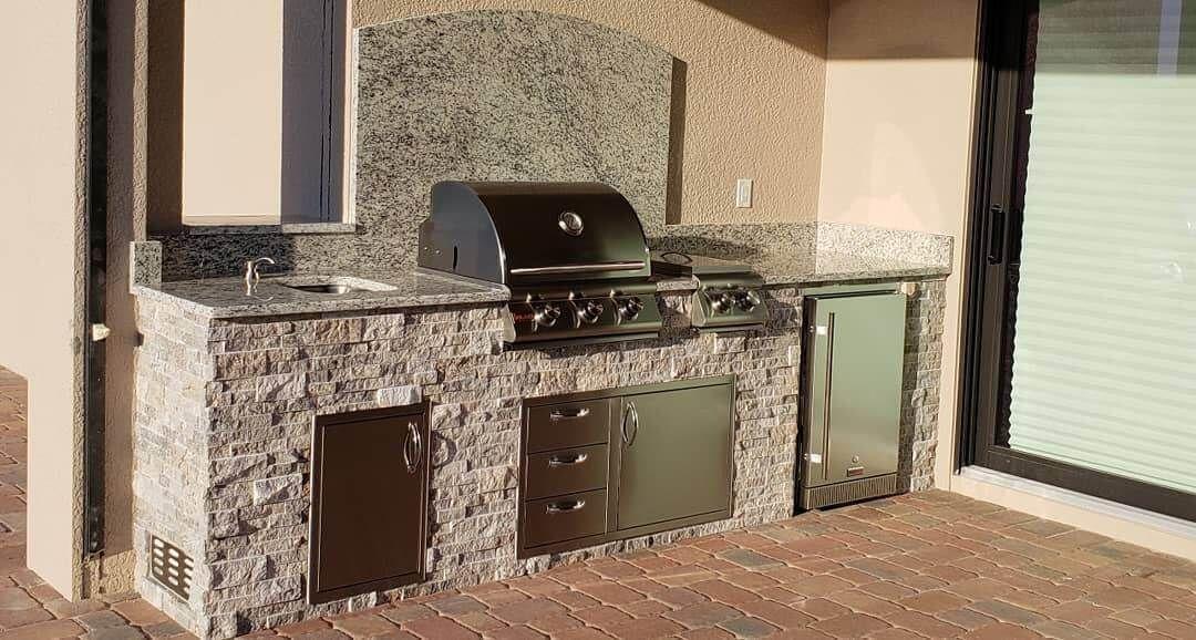 Naples Outdoor Kitchens In Swfl Build Outdoor Kitchen Modern Outdoor Kitchen Outdoor Living Design