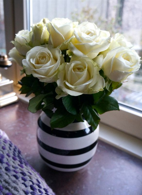 White roses in a pretty Kähler vase. http://www.kathrinerostrup.dk/2013/11/five-things-18/