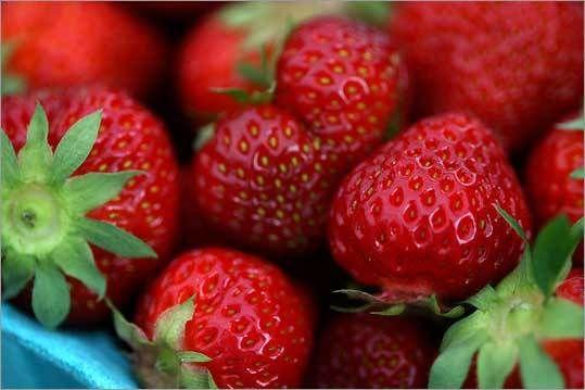 les fraises au marché  . . . vive le mois de juin