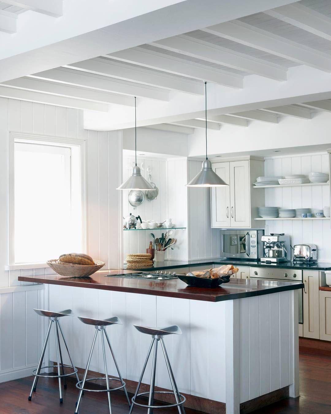 Inspirate Y Apunta Las Ideas Que Ofrecen Estos Bonitos Ambientes Decorados En Color Blanco Vigas De Madera Vigas Cocinas