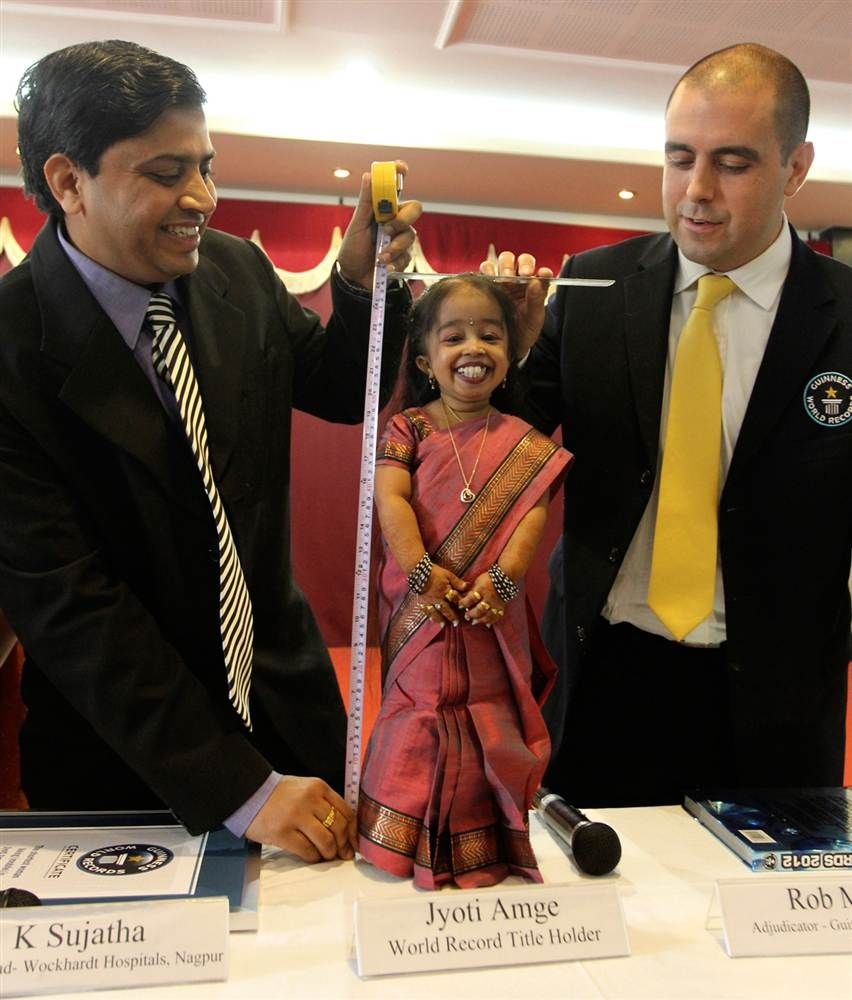 World's shortest woman Guinness World Records adjudicator ...