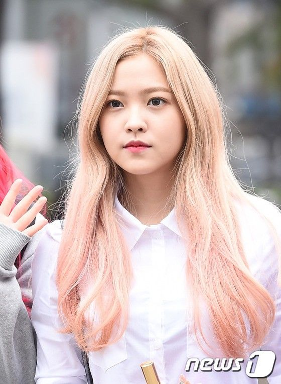 Instiz FEMALE IDOLS WHO HAD PINK OMBRE HAIR  Pann  Yeri  Pinterest