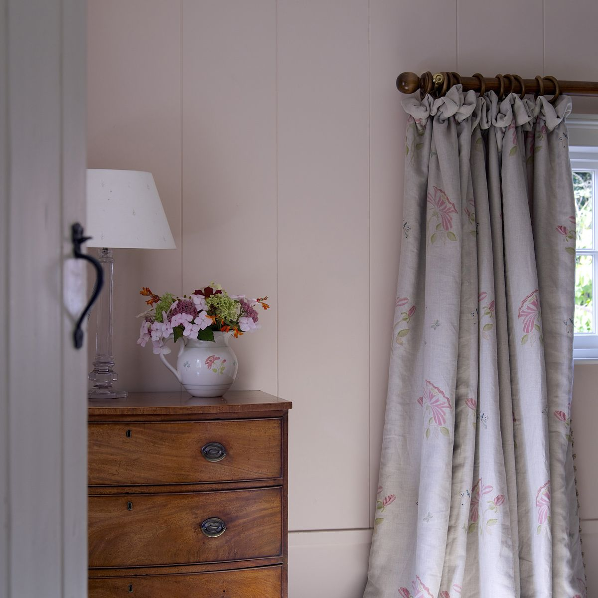 Bellas Rose Cottage Via Jennifer Beaton: 'Pale Sienna' Paint Pairs Wonderfully With The Hand
