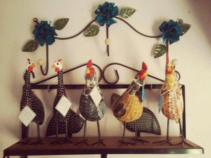 As galinhas!  #artesanato #decoração #artesanatomineiro #galinhas #foradesérie