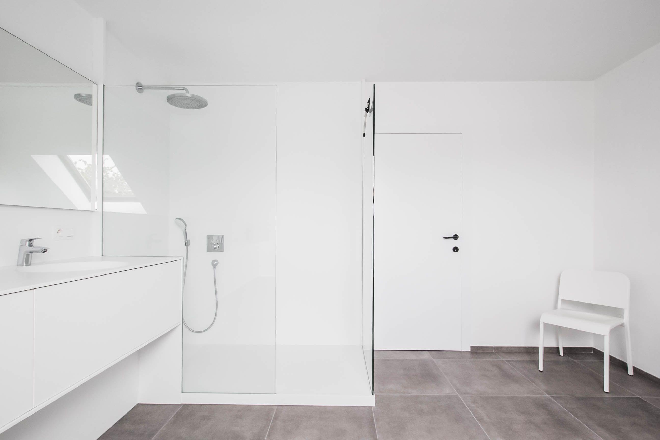 Badkamerinspiratie. moderne badkamer met inloopdouche. ruime