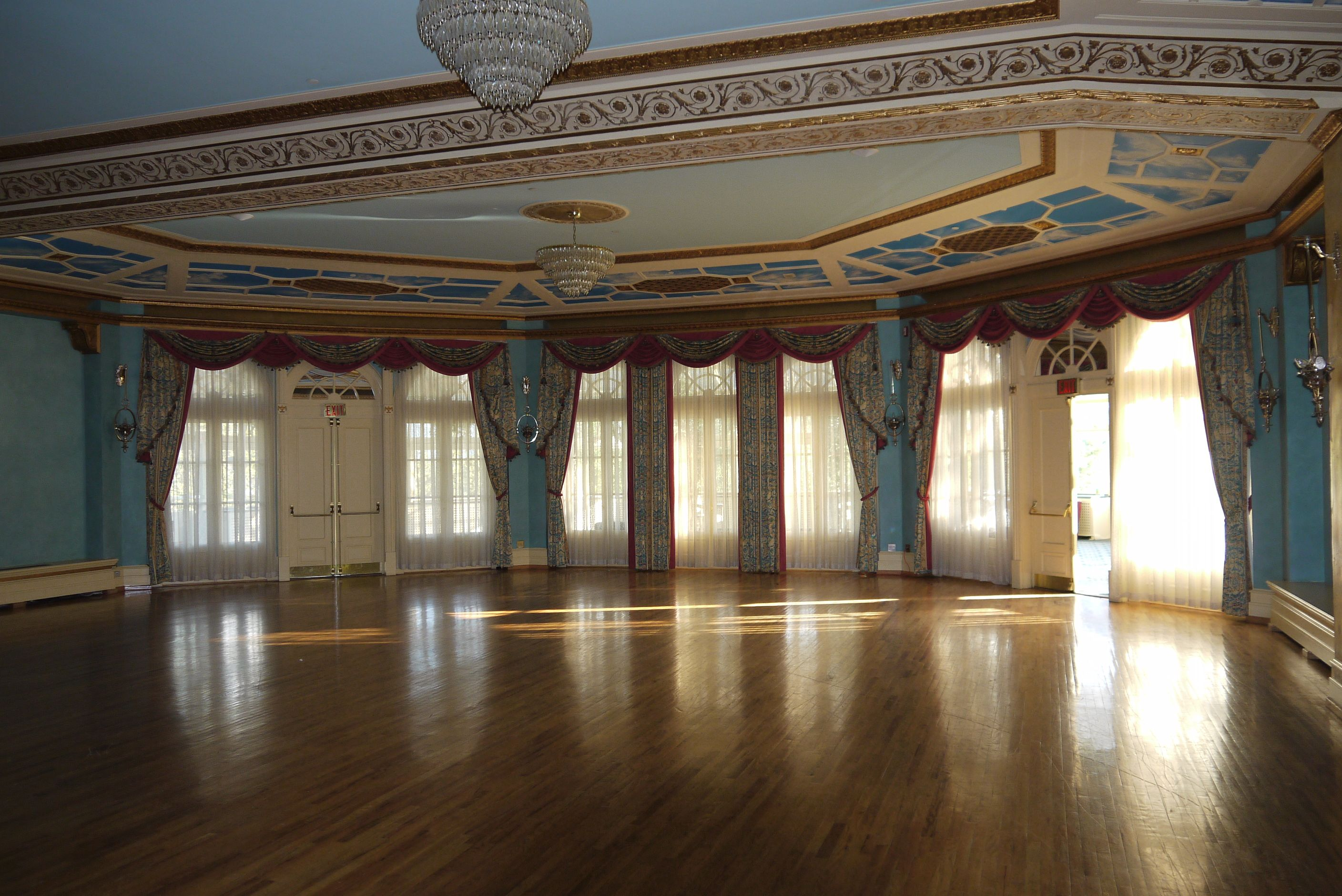 Cascade Ballroom In Banff Springs Hotel - Host