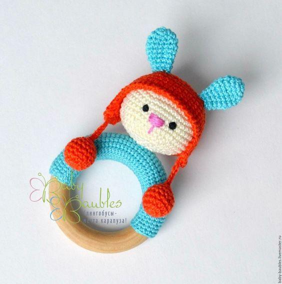 Купить Зайка в шапке грызунок - оранжевый, бирюзовый, грызунок, прорезыватель, слингобусы, грызунок деревянный #amigurumi