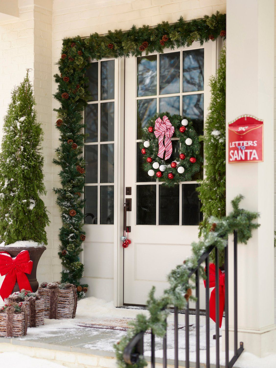 Need some outdoor Christmas decoration ideas? Lowe's has