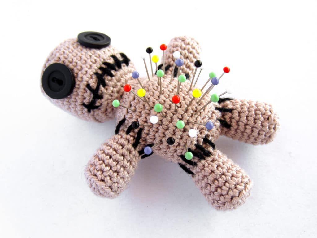 Amigurumi Voodoo Puppe Nadelkissen häkeln   Supergurumi