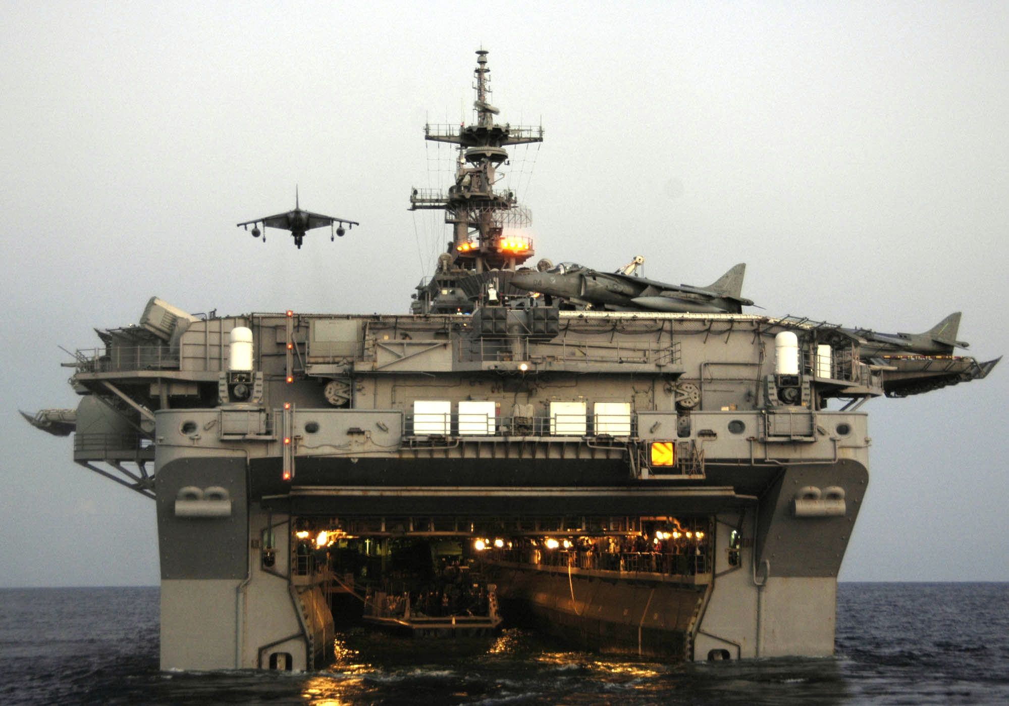 amphibious assault ship, Attack from land, sea & air    Does