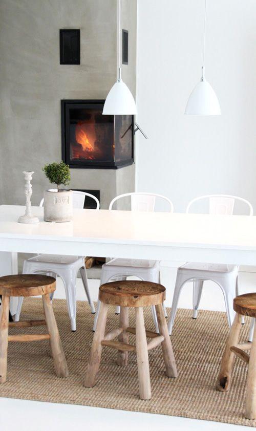 stoere houten krukken. images: randi andreassen from Rosaliga blog (Norway) via Decor8.