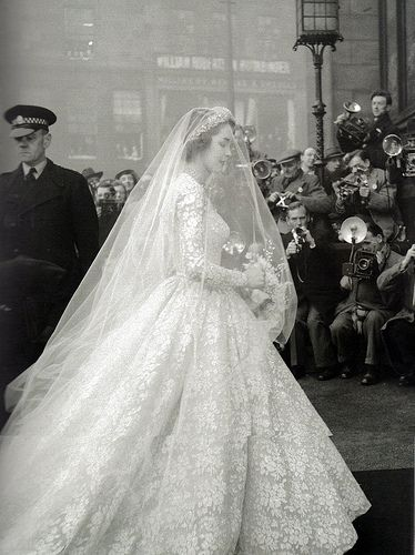 Jane O\'Neil\'s wedding dress, 1953 | Edinburgh scotland, Wedding ...