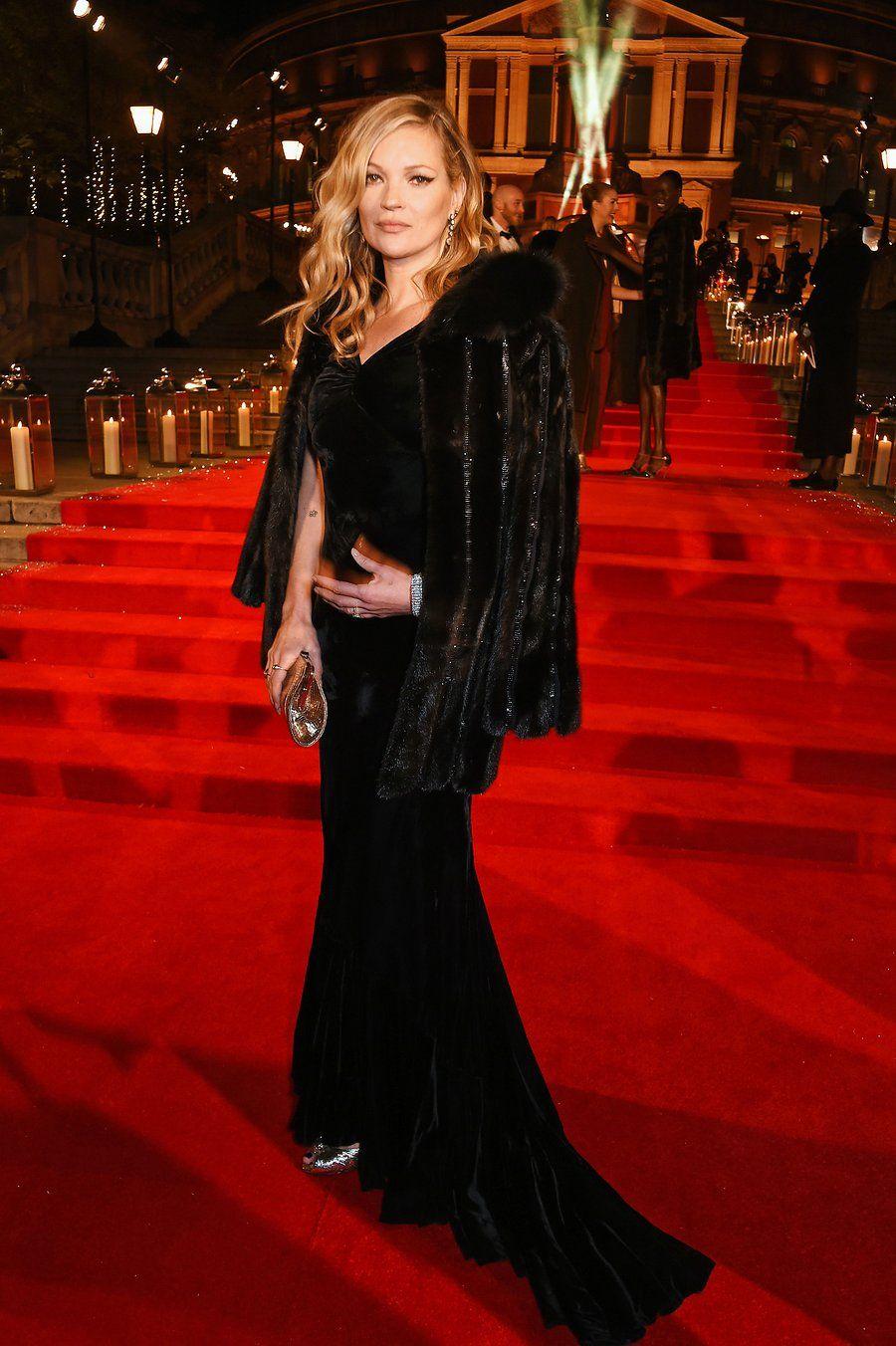 Kate-Moss at London Fashion Awards Dec-2016