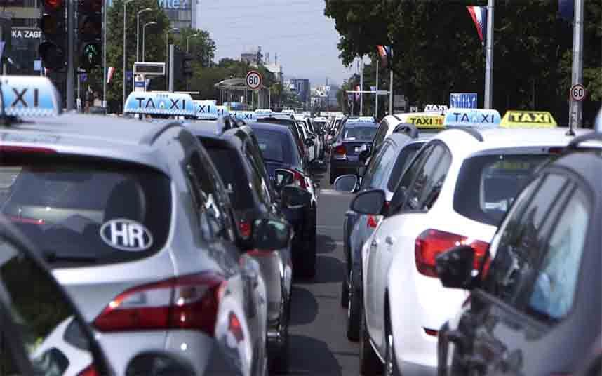 Taxistas Croatas Protestan Contra Uber En Zagreb Zagreb Taxista Croatas