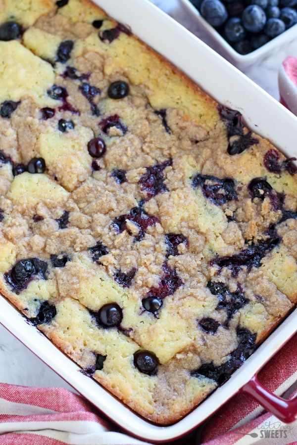 Blueberry Buttermilk Pancake Casserole - Thick and fluffy baked buttermilk pancake casserole filled with fresh blueberries and topped with a brown sugar crumble. The easiest and tastiest pancake you'll ever eat! #pancakecasserole