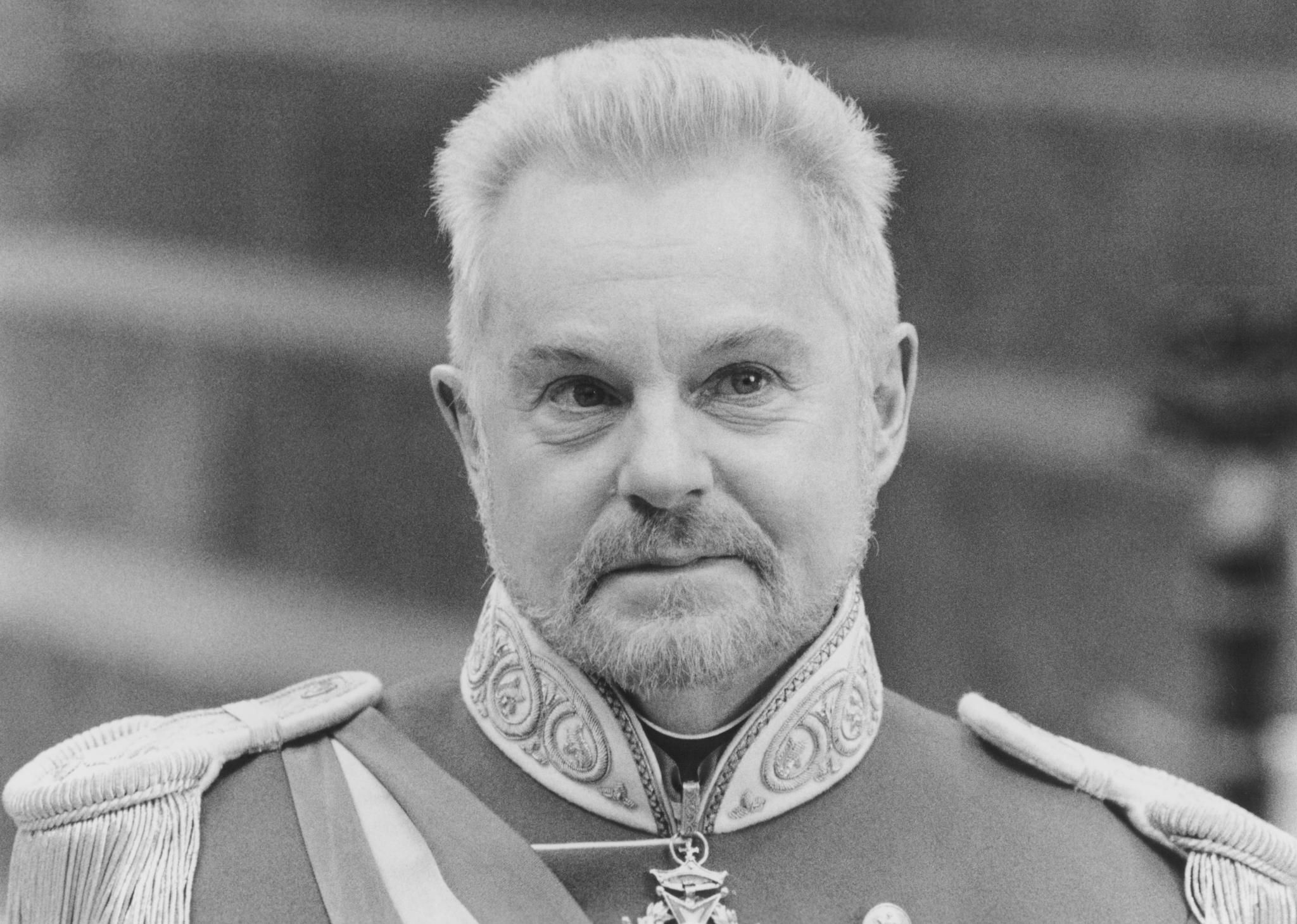 Still of Derek Jacobi in Hamlet (1996) http://www.movpins ...