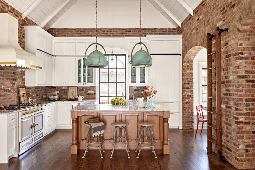 A Charming Southern Kitchen In 2020 Southern Kitchen Decor