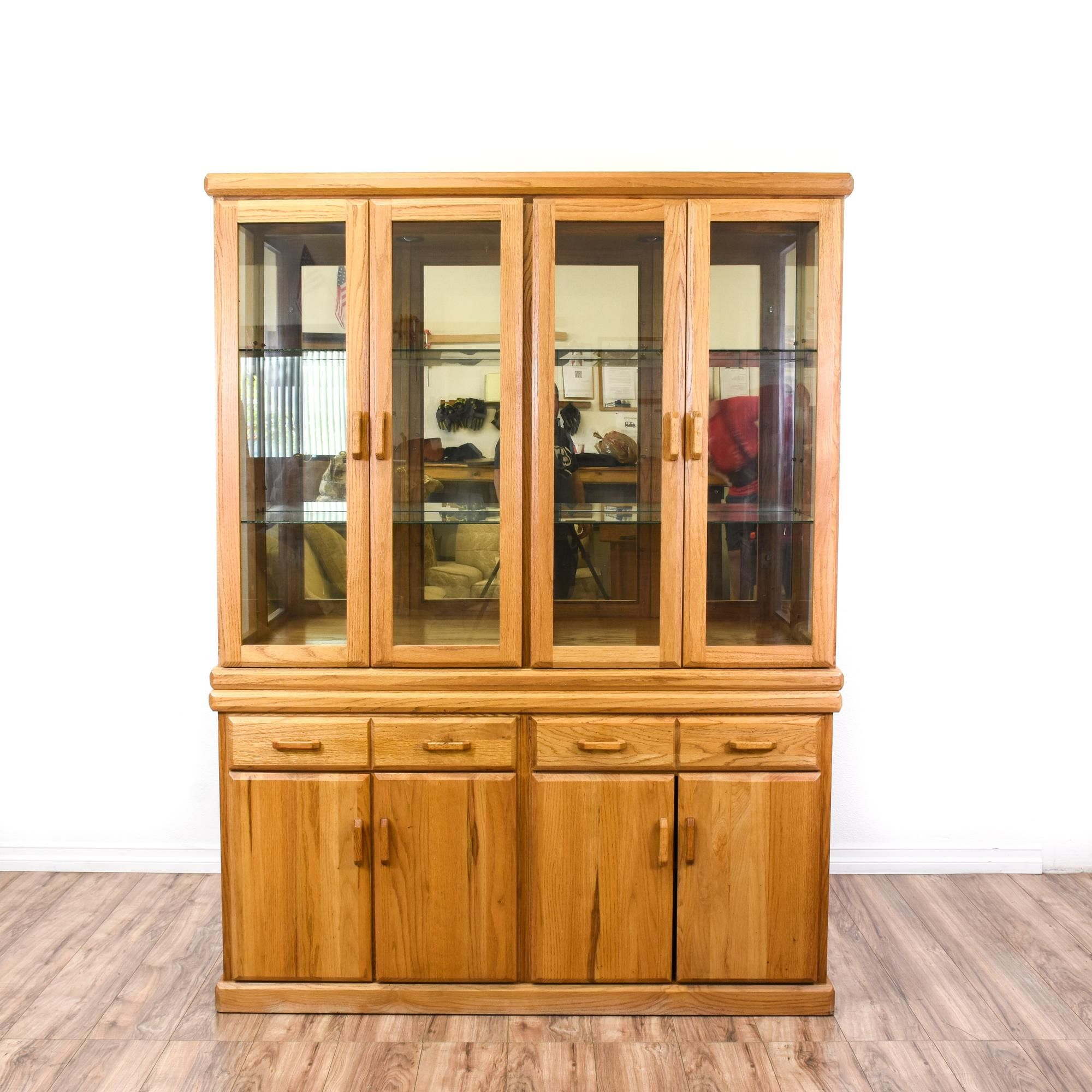 Charmant This China Cabinet Is Featured In A Solid Wood With A Light Oak Finish. This