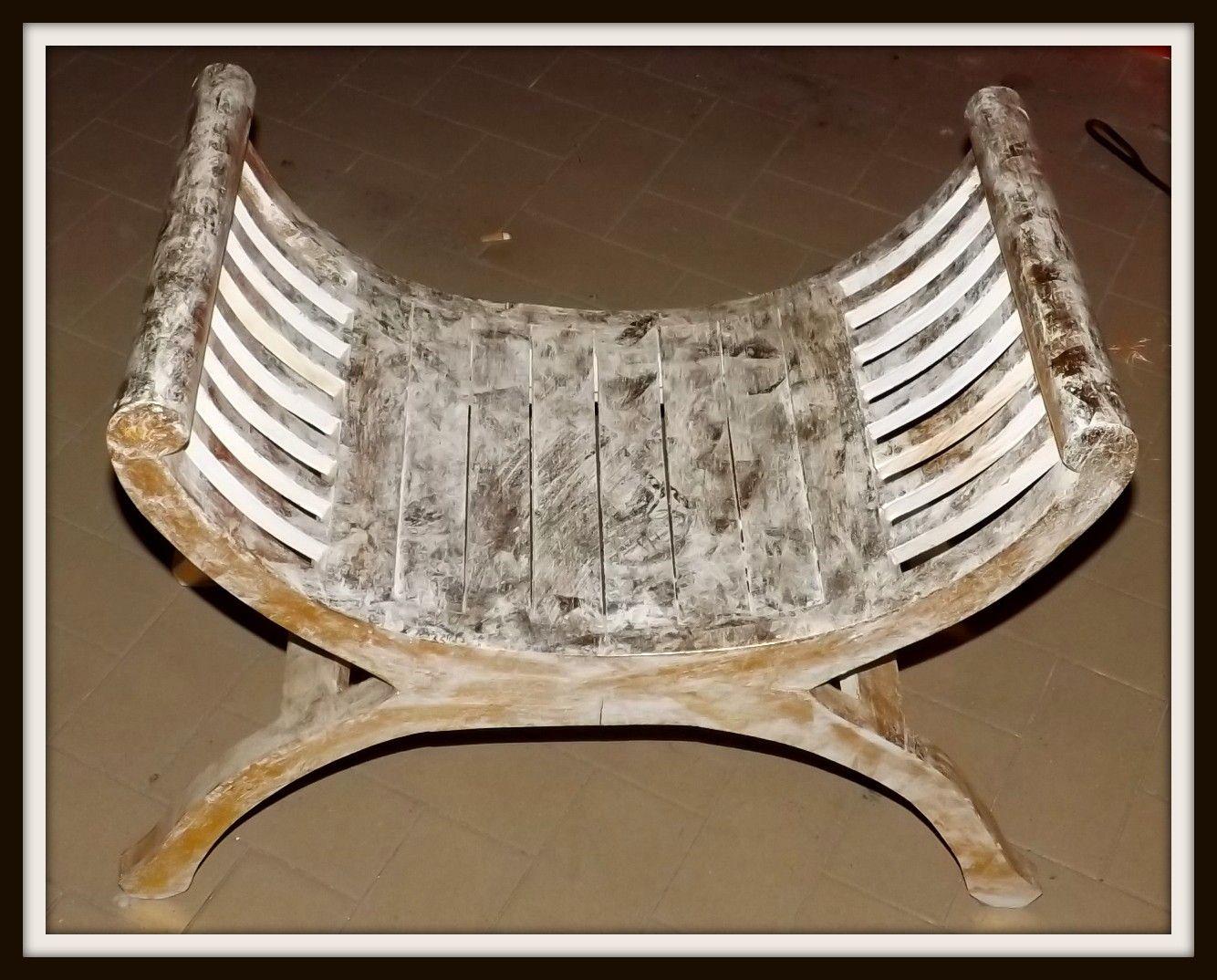 Sedia sgabello in legno di color bianco e oro! realizzata a mano