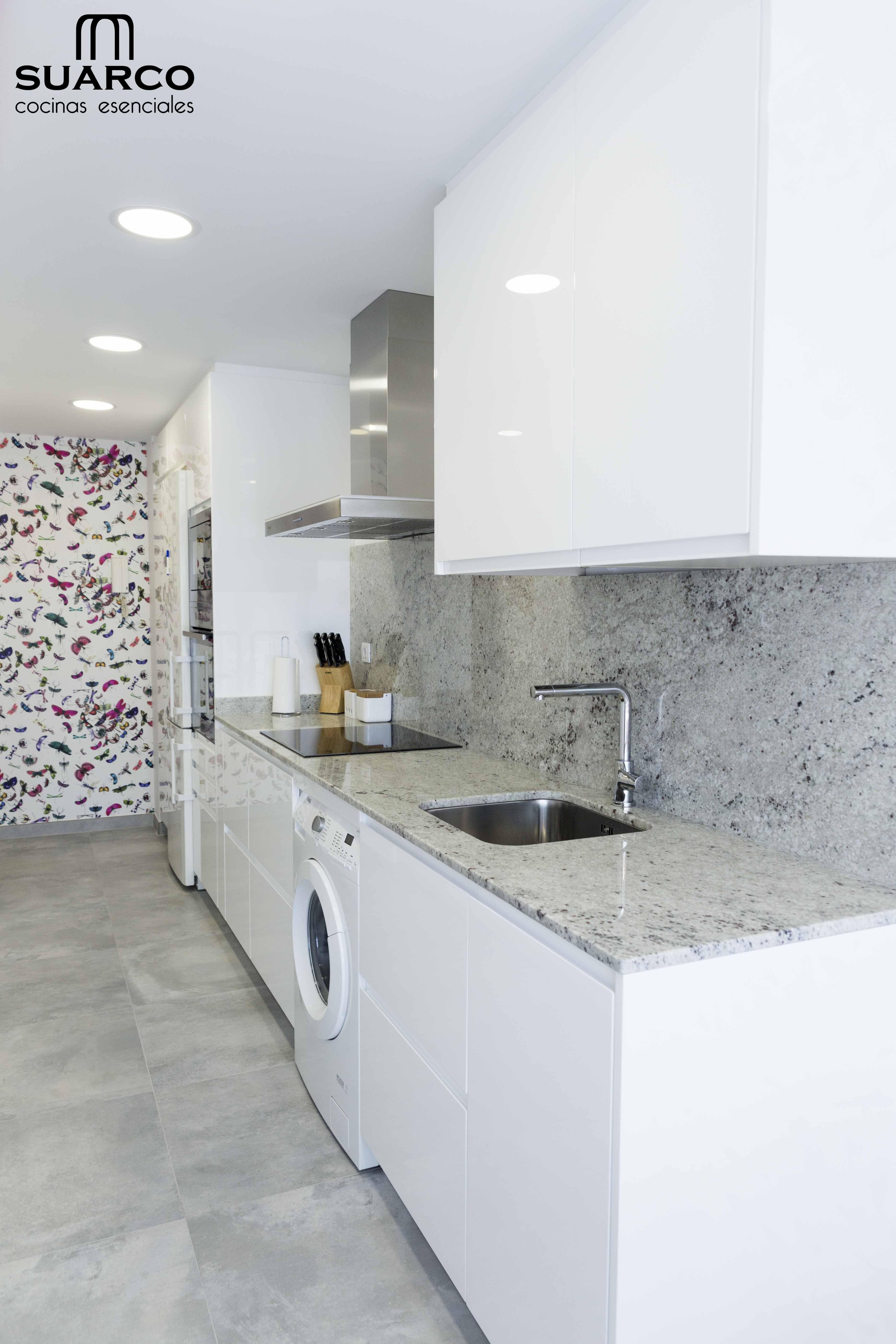 Cocina blanca de lineas modernas sin tiradores cocinas - Cocinas blancas ...