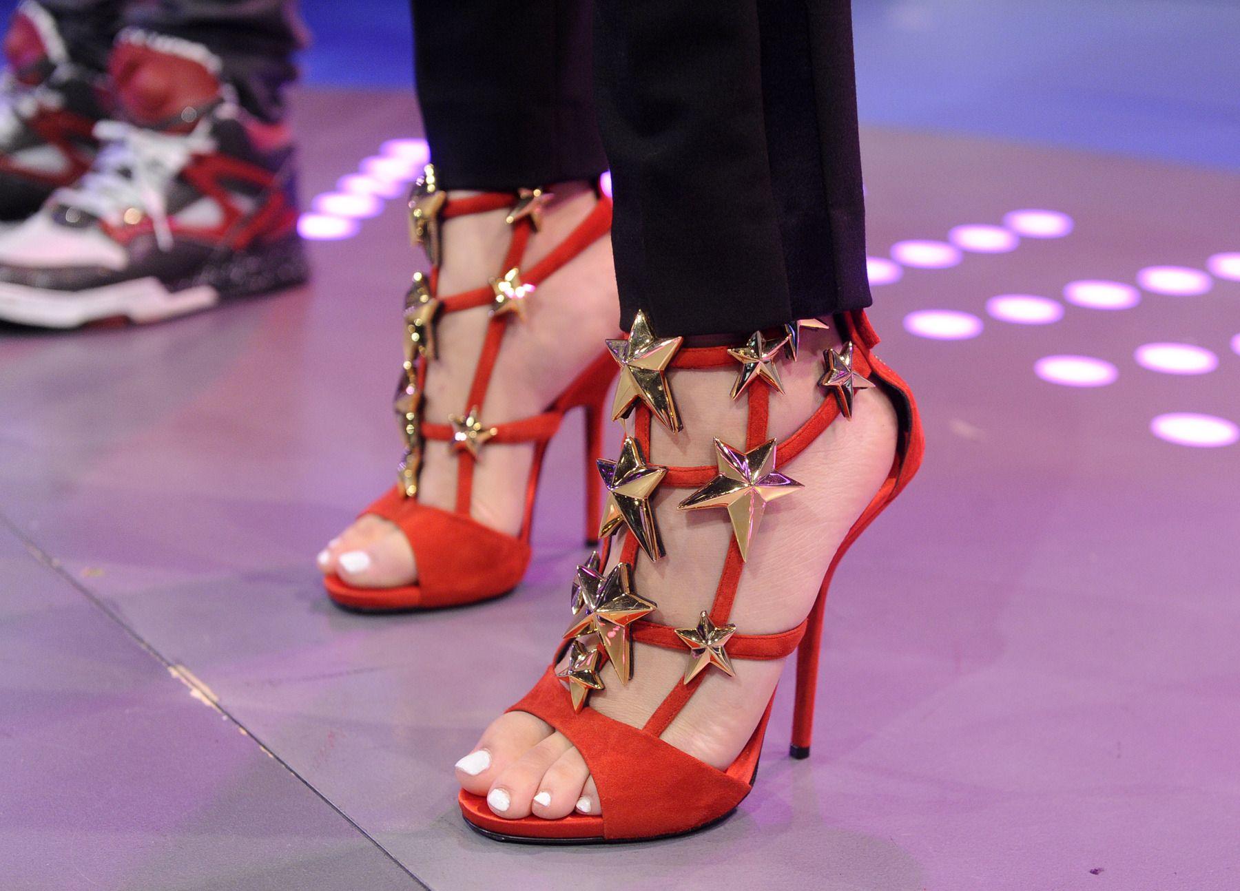 Feet zendaya Zendaya Measurements:
