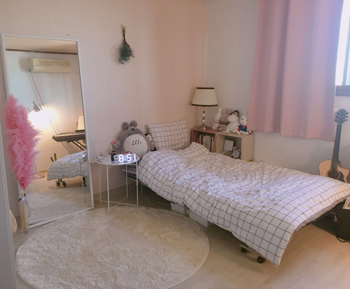 Pin By K I M On Love Small Room Bedroom Aesthetic Bedroom Room Decor