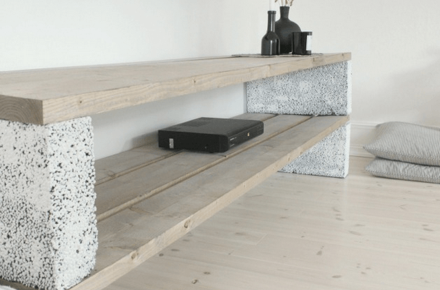 cinder block shelf with planks sigi pinterest diy m bel lowboard und wohnzimmer. Black Bedroom Furniture Sets. Home Design Ideas