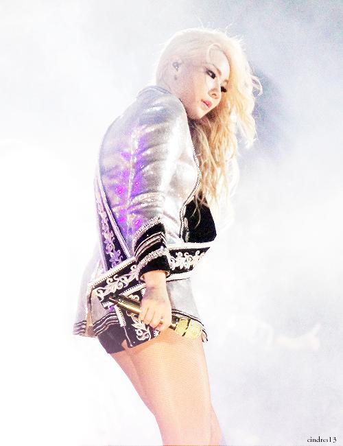 CL on stage. Doesn't she look like a freakin' angel?