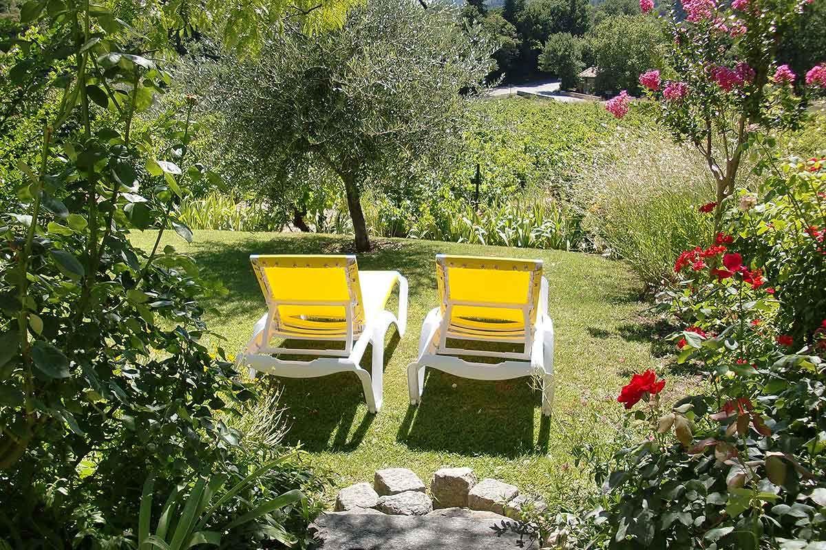 Le Grand Jardin Chambres D Hotes De Charme Dans Les Dentelles De Montmirail Vaucluse Grand Jardin Chambre Hote Charme Jardins