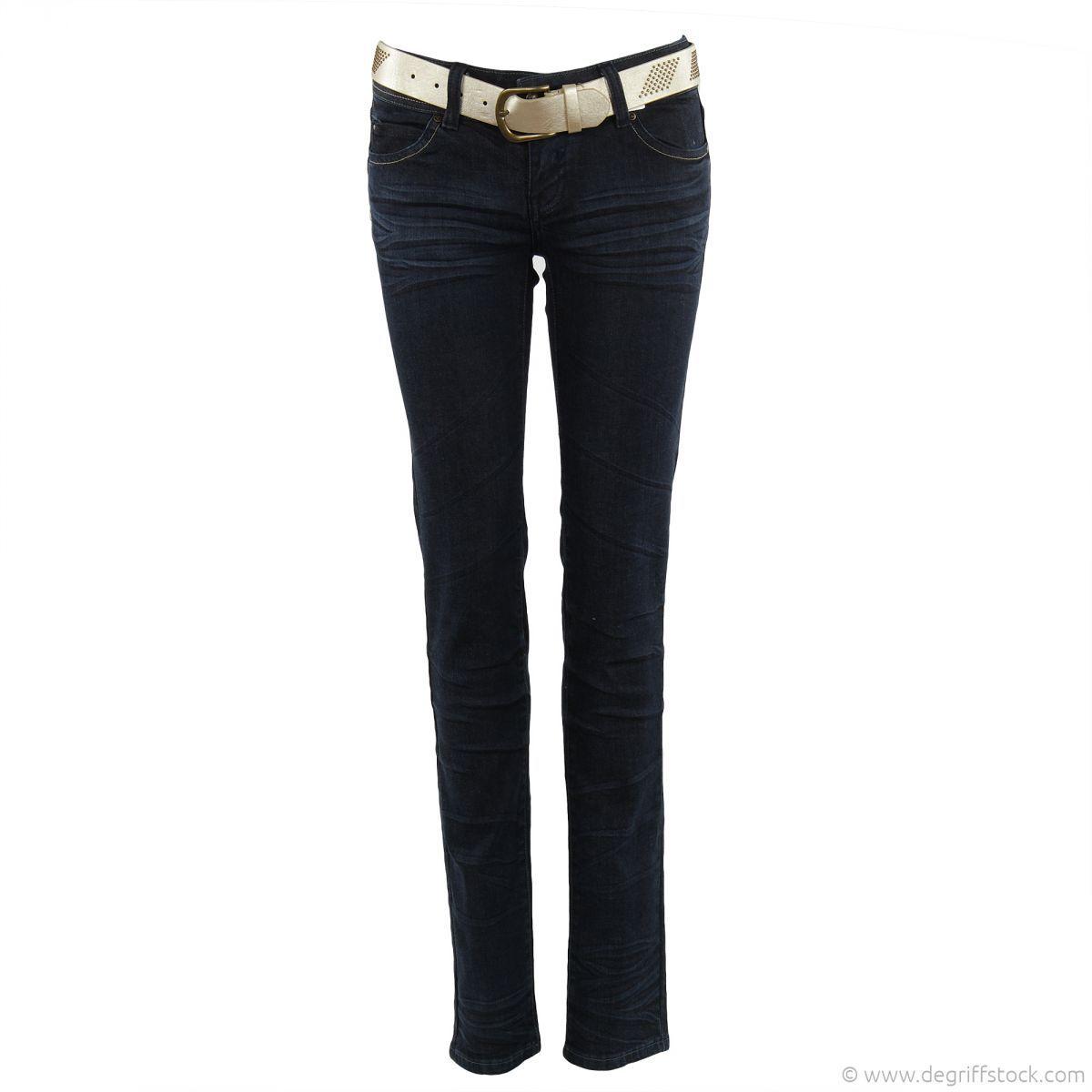 Jeans bleu brut femme Best Mountain - Dégriff'Stock  Classique et indémodable, voilà le jean Mesdames qui vous fera craquer lors de votre prochaine commande. Son plus : une ceinture dorée et rivetée est founie avec le jeans. Elle se ferme par une grande boucle à tige dorée.