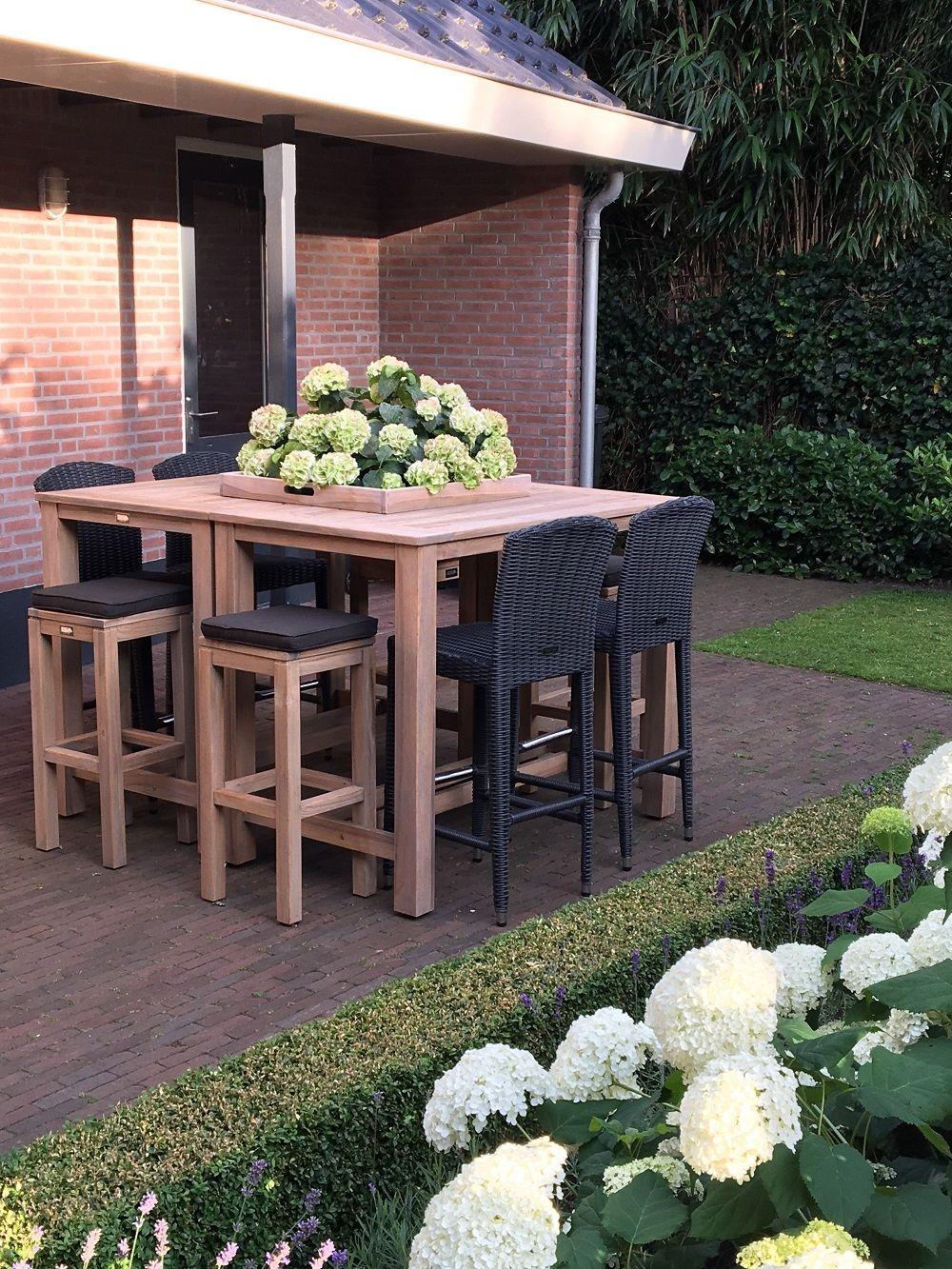 Individuell zusammengestelltes Gartenbar Set aus Polyrattan und