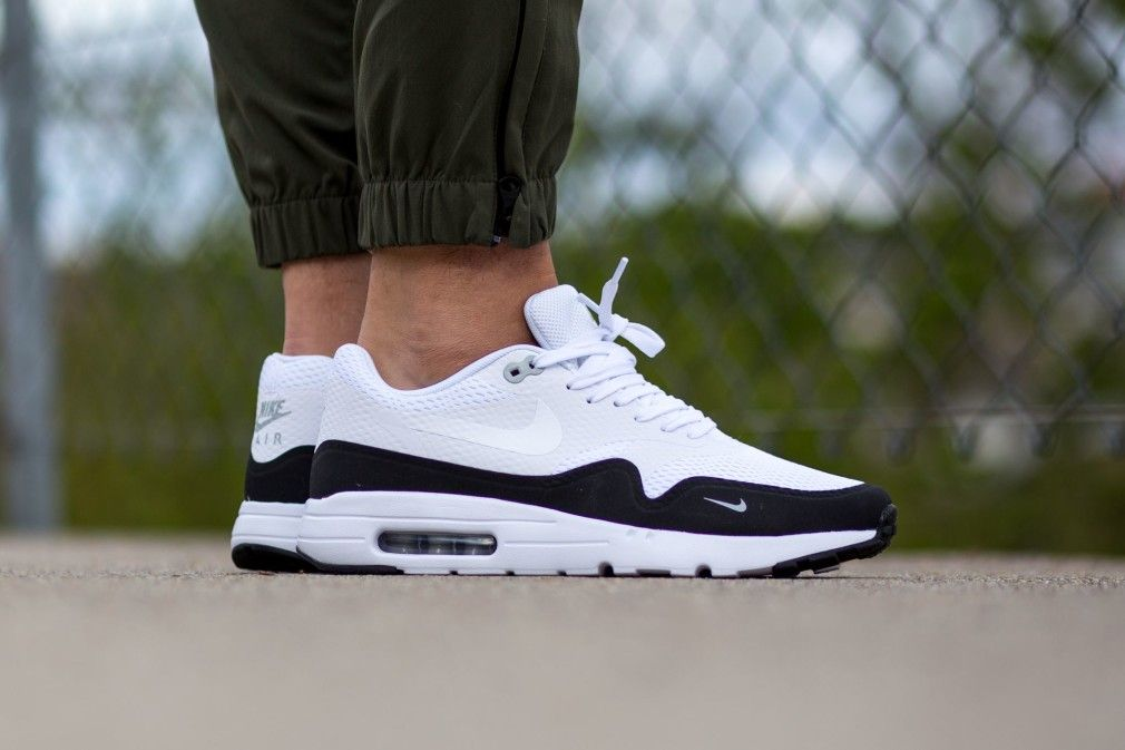 cb3428656e334b 819476-101-Nike-Air-Max-1-Ultra-Essential-Black-White-02