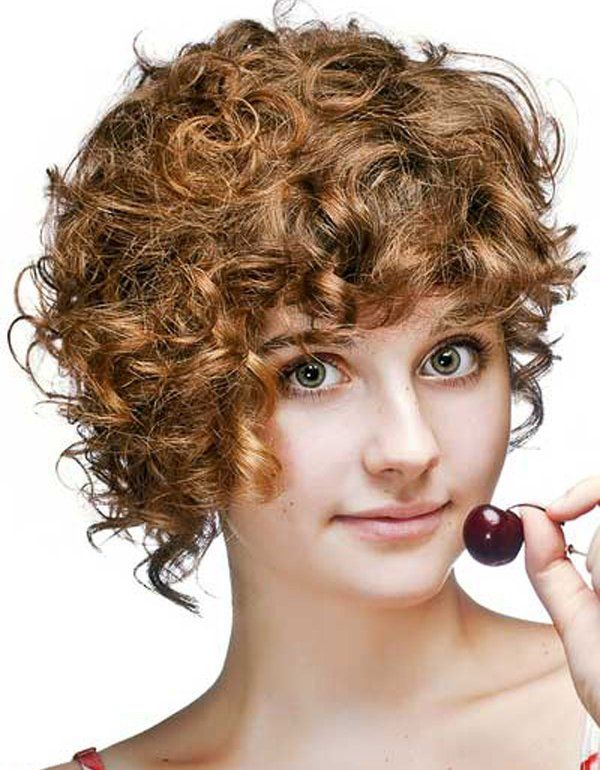 model rambut keriting wanita pendek