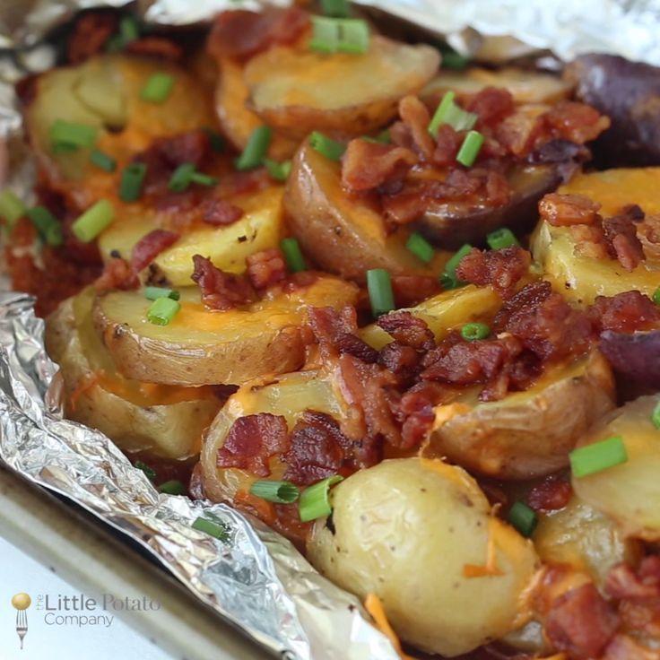 Ces pommes de terre grillées au bacon et au fromage sont ...