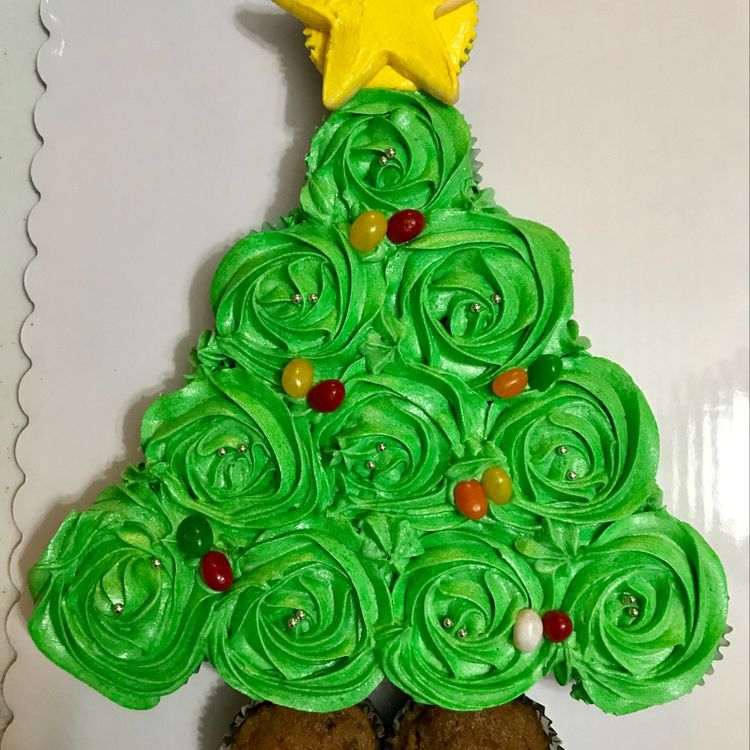 44 Easy Christmas Cake Decoration Ideas For New Year Koees Blog Christmas Cakes Easy Christmas Cake Decorations Christmas Cake