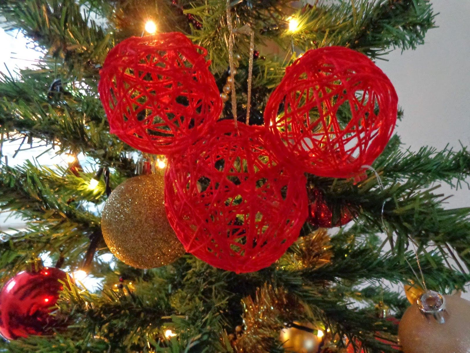 Craft: DIY String Mickey Christmas baubles