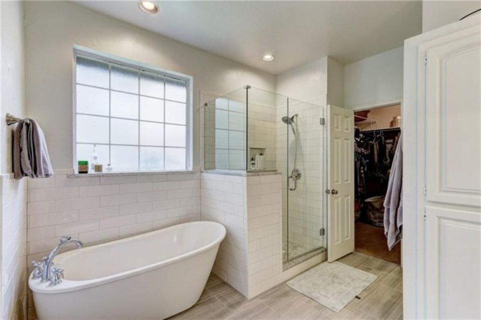 600 heatherstone rd, edmond, ok 73034 | zillow | bathrooms