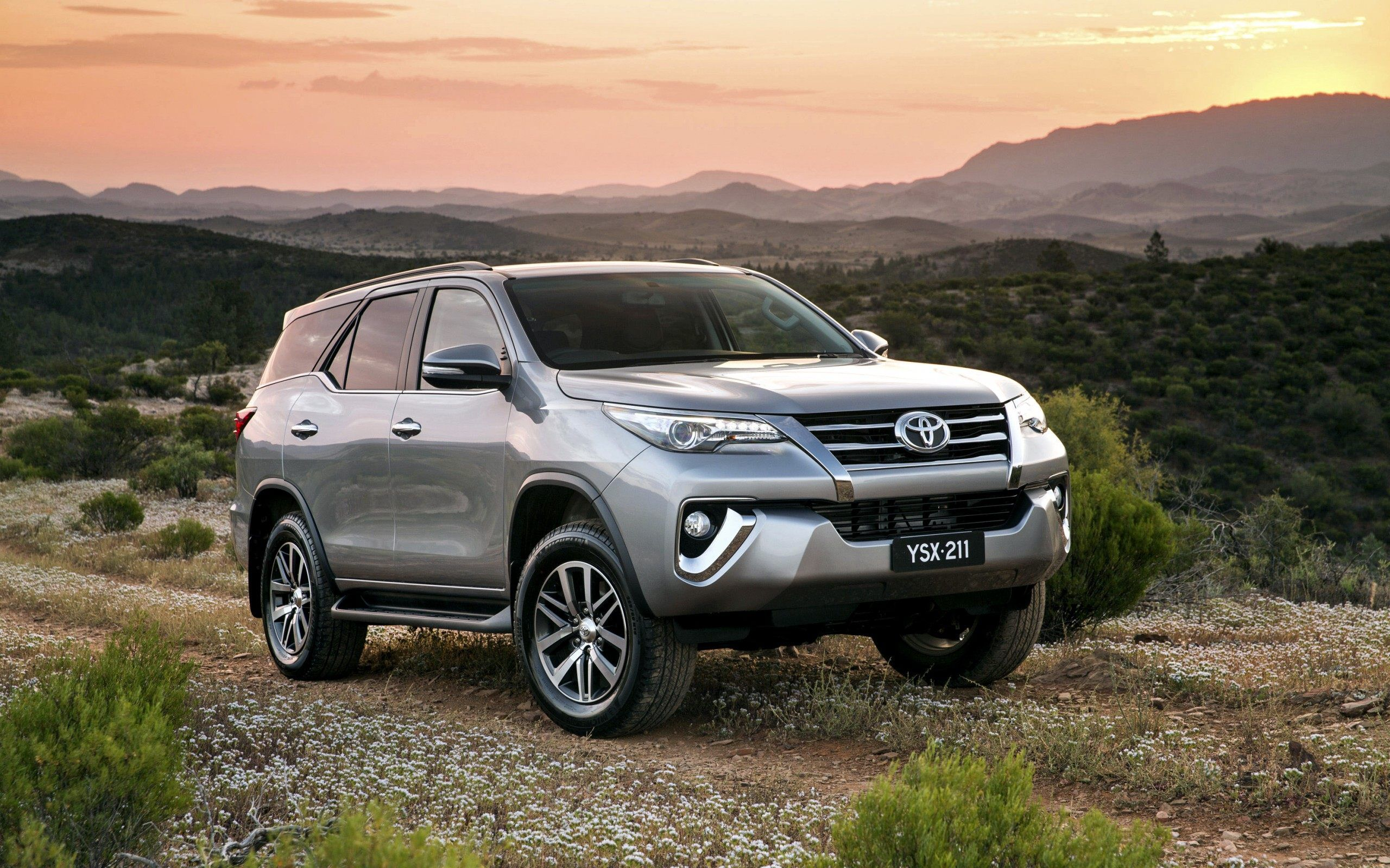 2016 Toyota Fortuner Wallpapers Kokoangel Com Images Wallpapers