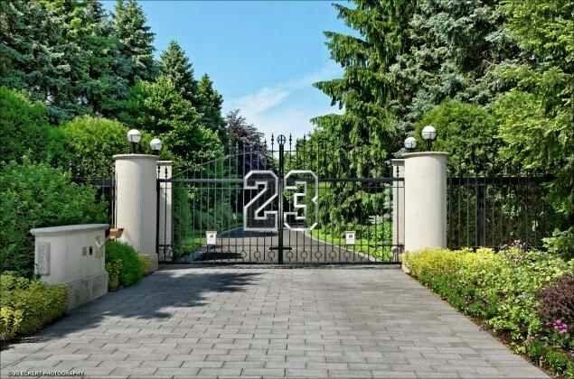 Michael Jordan S Mansion Gate Celebrity Houses Highland Park