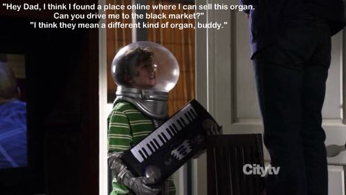 Modern Family - Luke thinks he can sell an organ on the