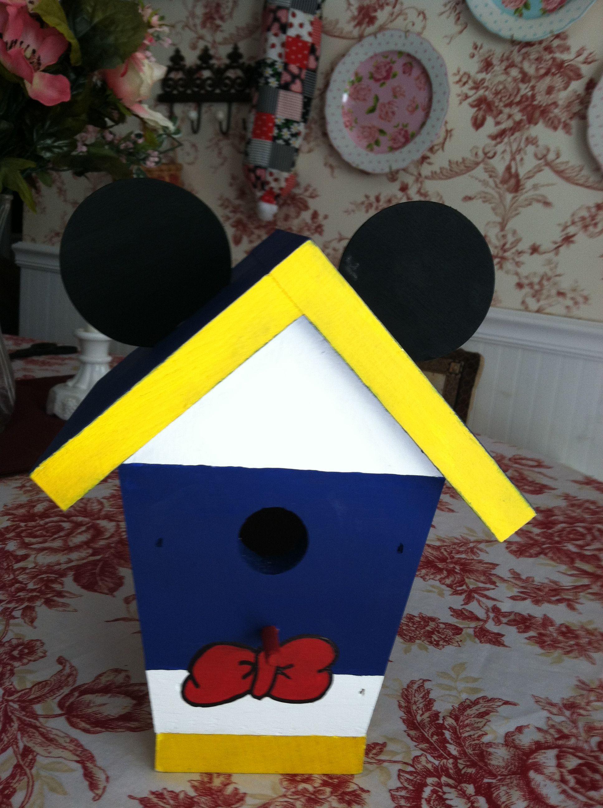 our cute donald duck birdhouse love it disney crafts