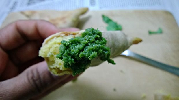 baked samosa with mint chutney