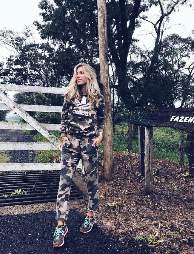 Nati Vozza do Blog de Moda Glam4You usa moletom adidas e jeans em seu look camuflado para um dia na fazenda.