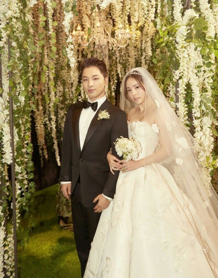 Agencies Of Taeyang And Min Hyo Rin Release Photos From Wedding AfterParty Soompi Min hyo rin, Bigbang, Wedding dresses