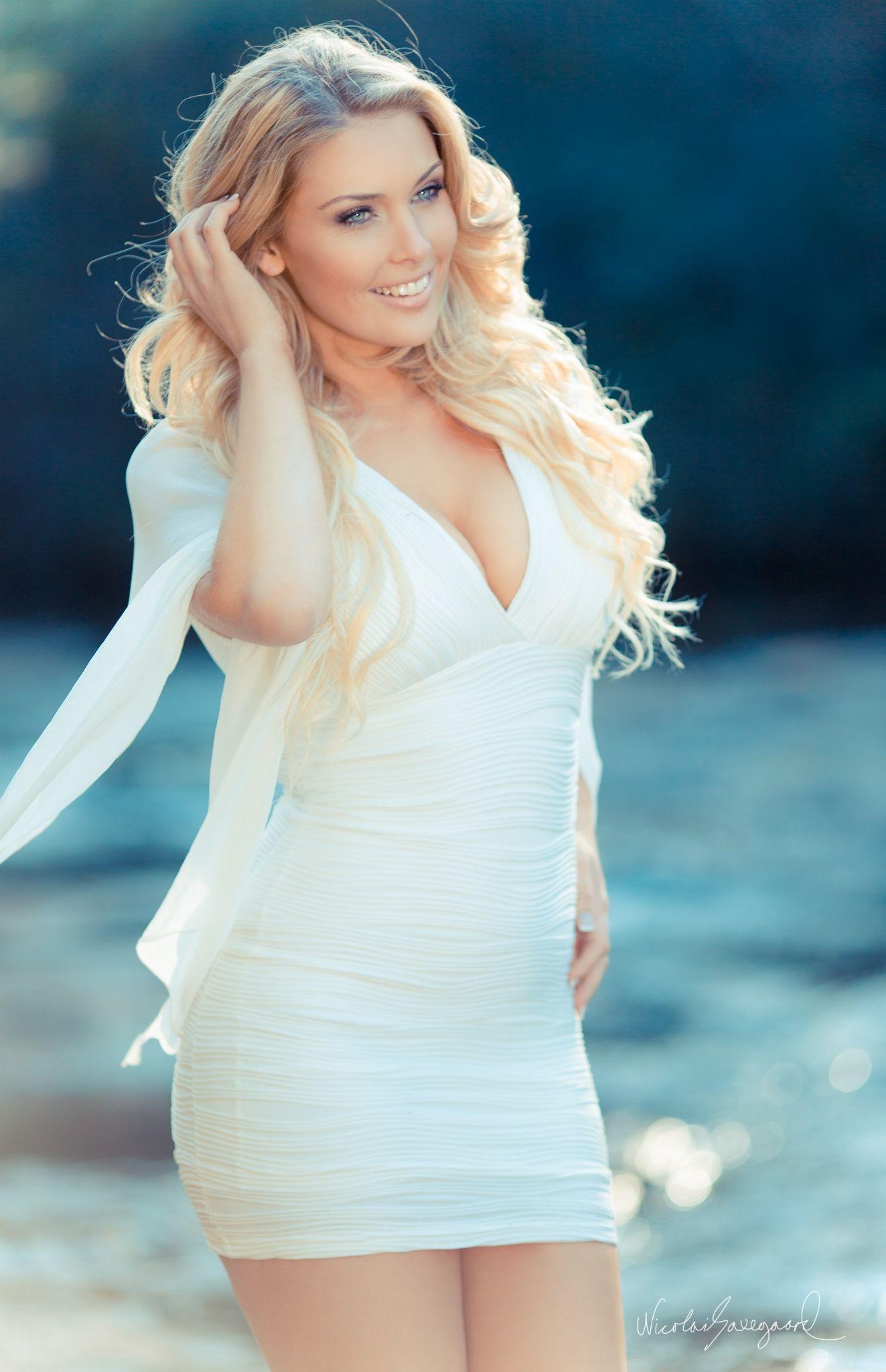 Hot Rebekah Cotton nude (19 images), Sideboobs