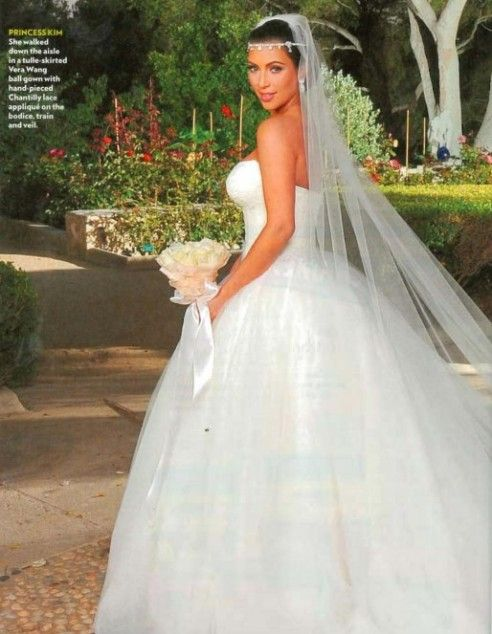 Kim K Such A Beautiful Dress On Such An Ugly Person Too Bad