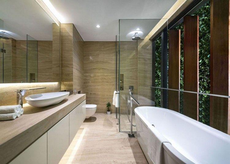 mur v g tal ext rieur accent de la fa ade d une maison miroir lumineux mur vegetal et. Black Bedroom Furniture Sets. Home Design Ideas